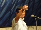 乾杯の音頭を発声される前支部長の5M林田國松さん